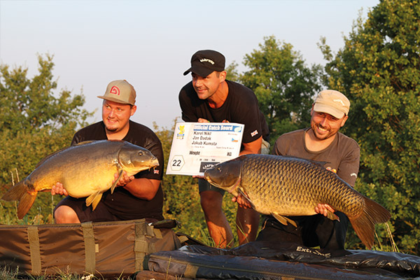 WCC16-winners-with-fish